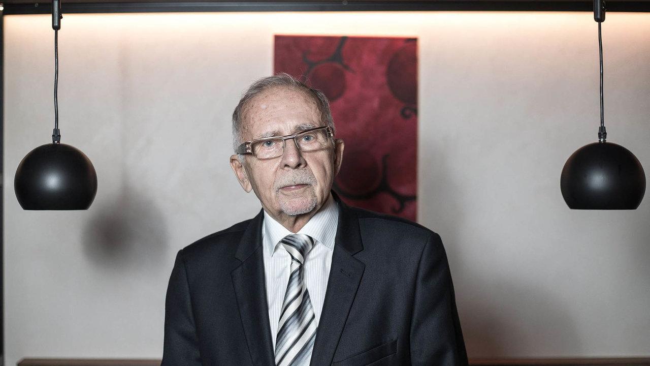 Na akci Vlastenecké setkání měl vystoupit i ombudsman Stanislav Křeček. Svoji účast však nadotaz HN popřel. Organizátoři rozpor vysvětlili tím, že Křeček jim účast přislíbil, když neměl vruce diář.