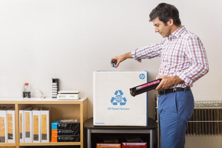 V případě používání originálních tonerů HP máte jistotu, že se stanete součástí cirkulární ekonomiky.