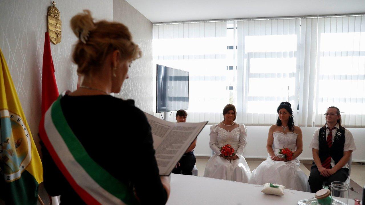 Zákaz změny pohlaví ironicky umožnil transgenderovému páru uzavřít v Maďarsku legální manželský svazek. Ne všichni ale to štěstí mají.