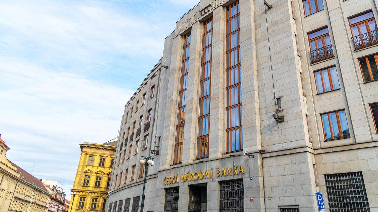 Česká ekonomika letos poroste a zrychlovat bude také inflace. Ve druhé polovině roku začne ČNB zvyšovat úrokové sazby, a tak budou zdražovat i hypotéky.