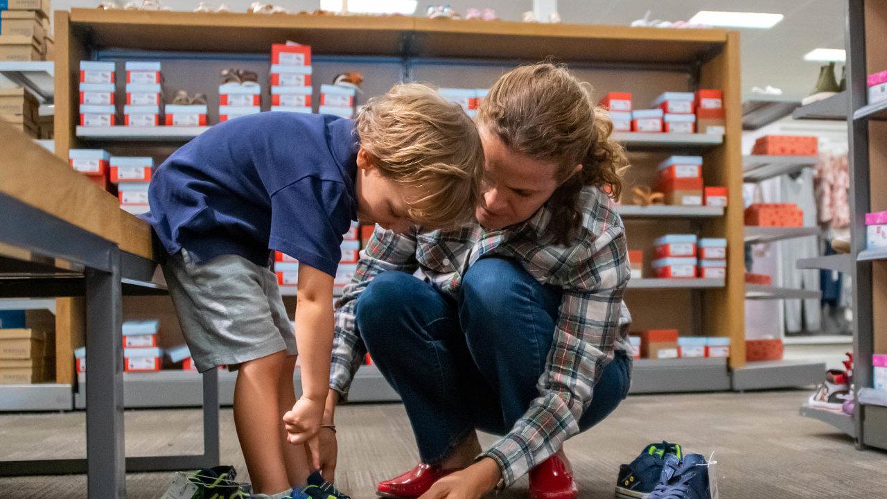 Jen dětské. Prodejny mohou prodávat dětské oblečení aobuv.