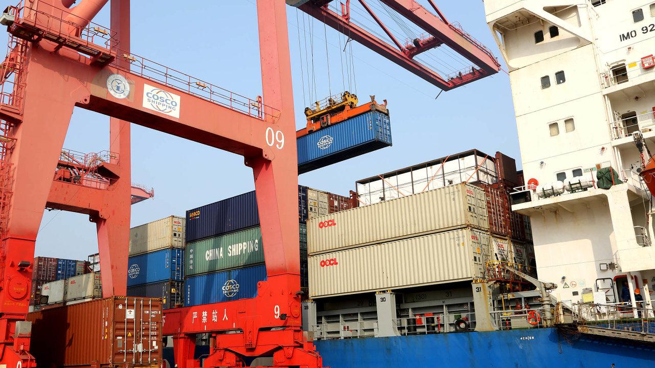 Čína je největším exportérem na světě. A doprava jejího zboží do Evropy zásadně podražila.