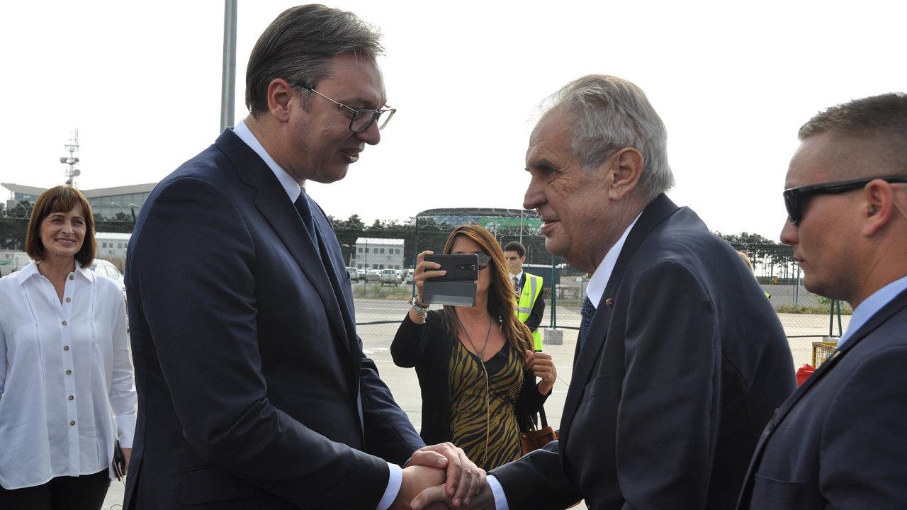 Srbský prezident Aleksandar Vučić vítá českého prezidenta Miloše Zemana jako svého přítele. Na Kosovo mají jednotný názor.
