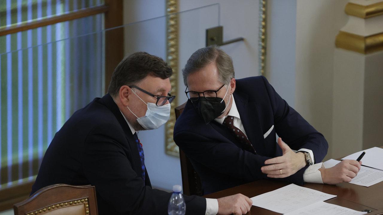 Zbyněk Stanjura (vlevo) byl toto úterý zvolen staronovým šéfem poslanců ODS. Už brzy však může povýšit. Petr Fiala ho chce ve své vznikající vládě po boku jako ministra financí.