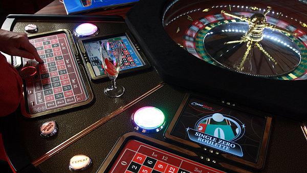 �e�t� investo�i tvrd�, �e p�evzet� Casinos Austria koncernem Novomatic je sporn� - Ilustra�n� foto.