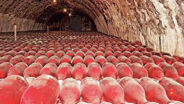 I několik let leží špičková růžová Champaigne ve sklepě, než jdou na trh.
