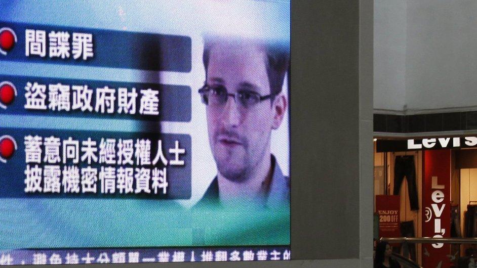 Monitory v Hongkongu informují o obvinění Snowdena