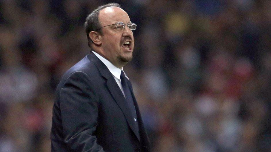 Rafael Benítez koučuje zápas Neapole