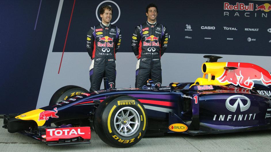 Sebastian Vettel (vlevo) a Daniel Ricciardo u letošního modelu Red Bull RB10
