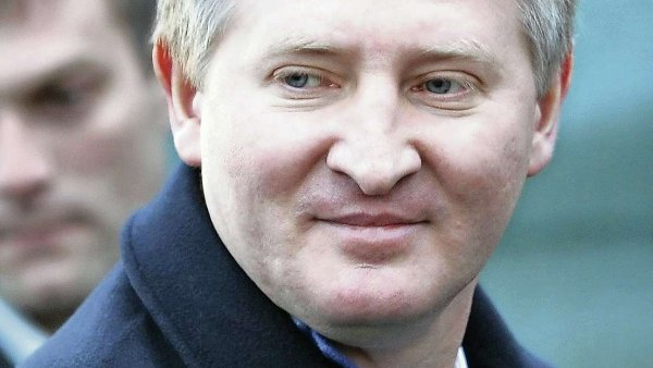 """Kr�l Donbasu"", miliard�� Rinat Achmetov, ztr�c� majetek i vliv"