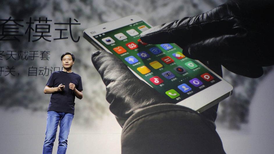 Čínské firmě Xiaomi je vyčítáno, že kopíruje Apple.