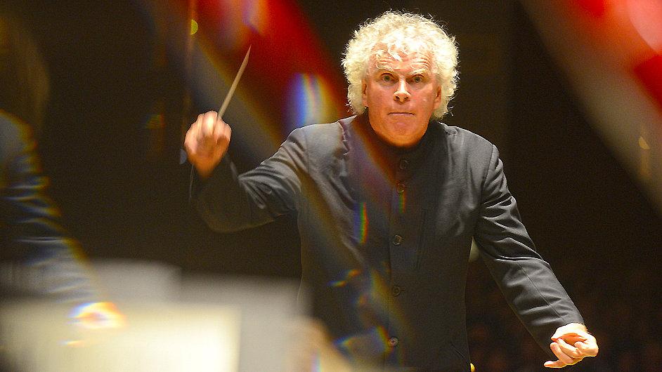 Orchestr dirigoval sir Simon Rattle.