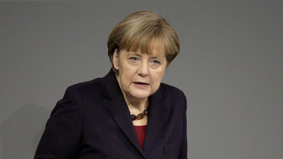 Kancléřka Angela Merkelová zmírňuje odmítavý postoj Německa k mechanismu na ochranu investorů.