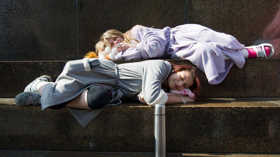 S nástupem puberty se biologické hodiny mění. Dospívající mládež usíná v průměru o dvě hodiny později, ale vyučovací rozvrh se nemění (ilustr. foto).