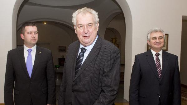 Jan Hamáček, Miloš Zeman a Milan Štěch se shodli na tom, že ČNB by měla zmírnit intervence - Ilustrační foto.