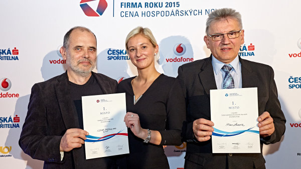 Martin Hart a Jarmila Masařová ze společnosti Koma Modular, vítěz Firmy roku Zlínského kraje a živnostník roku Milan Žabčík
