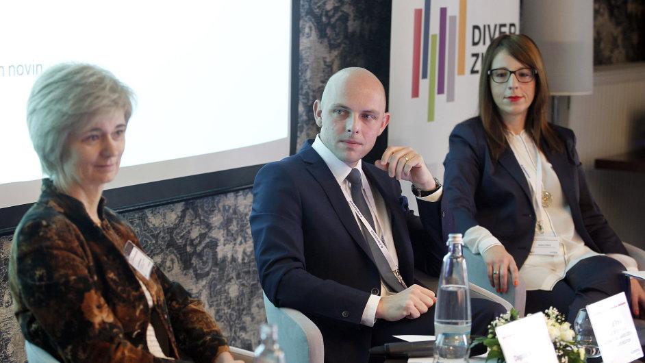 Konference Diverzita pohledem lídrů. Na snínku Dagmar Juchelková, Tomáš Vokáč a Kristína Félová.