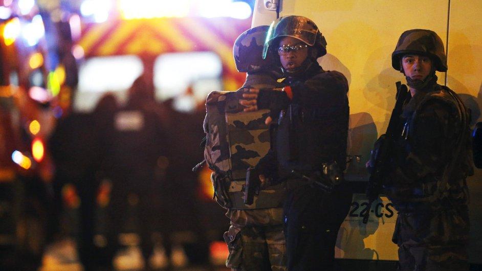 Podle první odhadů musel útoky v Paříži připravit někdo se zkušeností ze Sýrie nebo Iráku.