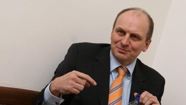 Americký velvyslanec Petr Gandalovič odmítá, že by ovlivňoval rozdělování dotací na severozápadě Čech.