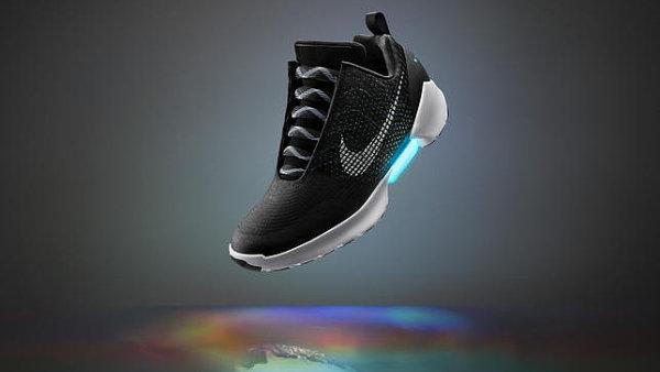 Nové tenisky Nike Hyperadapt 1.0 se umí samy zašněrovat.