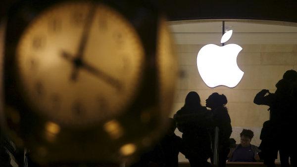 Zisk Applu překonal očekávání díky prodeji dražších iPhonů.