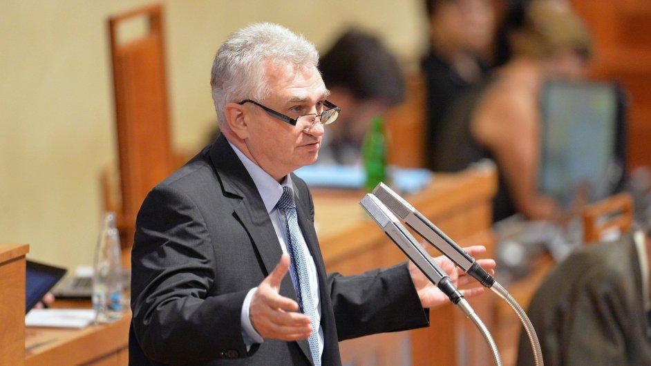 Schůze Senátukandidatuře Jaromíra Jirsy na ústavního soudce a mělby se zabývat také aktuální migrační krizízáří v Praze.