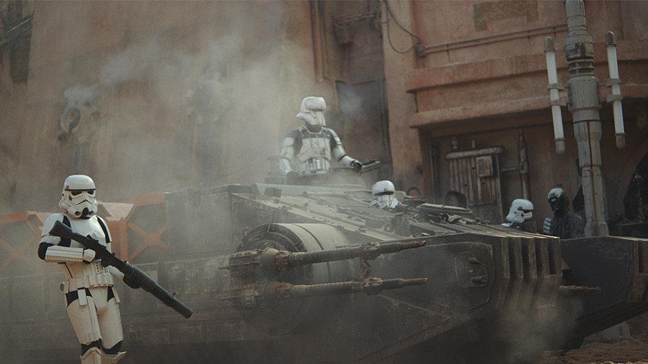 Film Rogue One: Star Wars Story do české distribuce oficiálně vstupuje ve čtvrtek, první projekce ale proběhnou už ve středu večer.