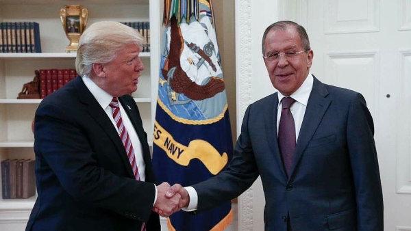 Comey je blázen, tato slova měla zaznít na setkání Trumpa s Lavrovem v minulém týdnu.