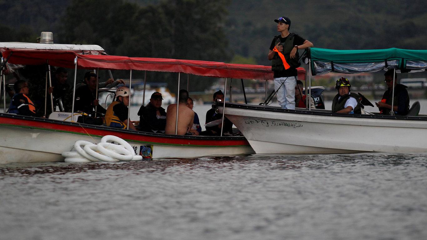 V Kolumbii se potopila loď s asi 170 lidmi, nejméně devět mrtvých.
