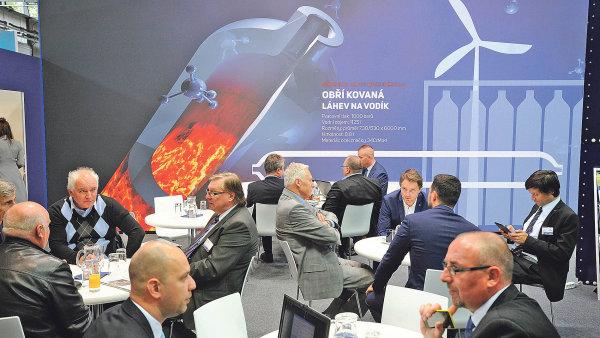 Novinkou VHM je zavedení nové technologie kování obřích lahví na stlačený vodík.
