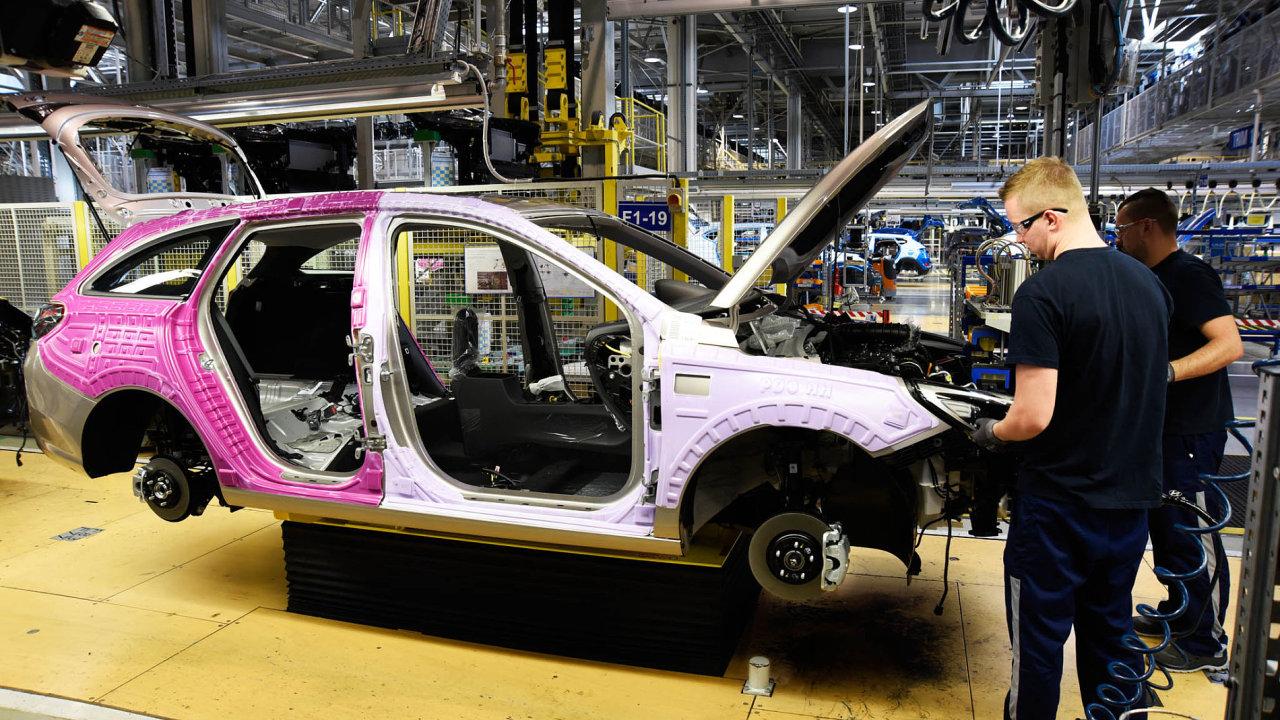 Místo zelí auta. Napolích uNošovic naFrýdecko-Místecku se dříve pěstovalo zelí. Odroku 2008 tam jihokorejské Hyundai vyrábí osobní auta, jako třeba model i30 kombi (nasnímku).