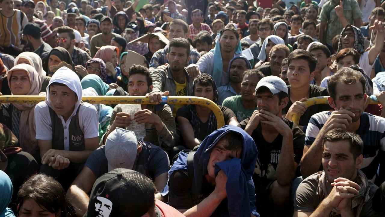 Uprchlíci čekají na registraci na ostrově Lesbos.