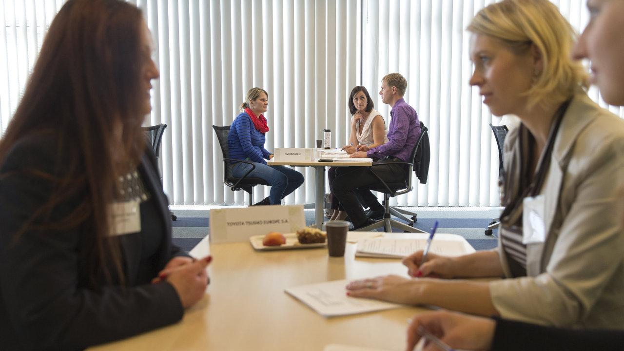 Pohovory nanečisto probíhaly ve společnosti IBM, kde se sešlo dvacet zástupců z řad zaměstnavatelů a jedenáct uchazečů o práci.