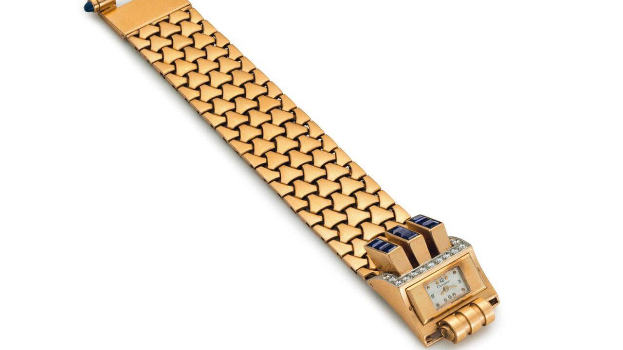 Ve sbírce Peggy Rockefellerové najdeme například zlaté retro hodinky od Cartiera vykládané safíry a diamanty.