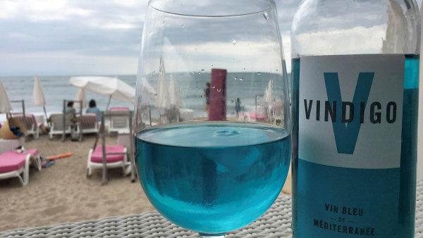 Ve Francii se stalo hitem modré víno ze Španělska. Není v něm žádné barvivo, je přírodní, říká autor
