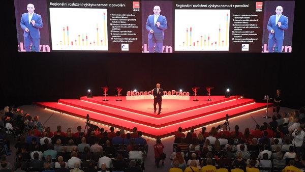Předseda odborů Josef Středula vystoupil v Praze na shromáždění před začátkem kolektivního vyjednávání o mzdách ve firmách.