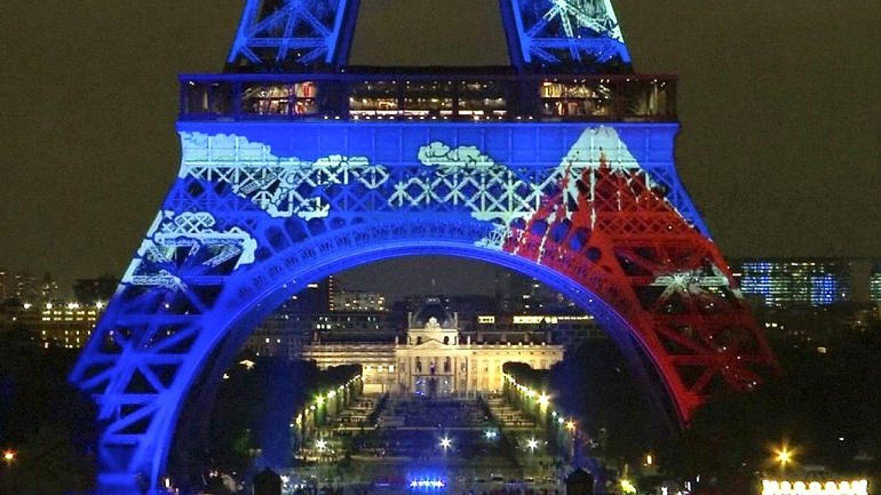 Eiffelovka zářila Japonskem. Francie slavila přátelství se zemí vycházejícího slunce