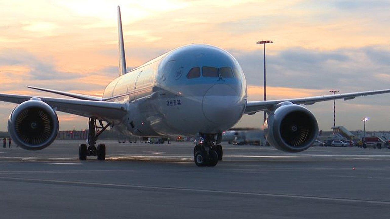 Do Prahy začal létat nejmodernější boeing. Dreamliner má více prostoru i větší okna