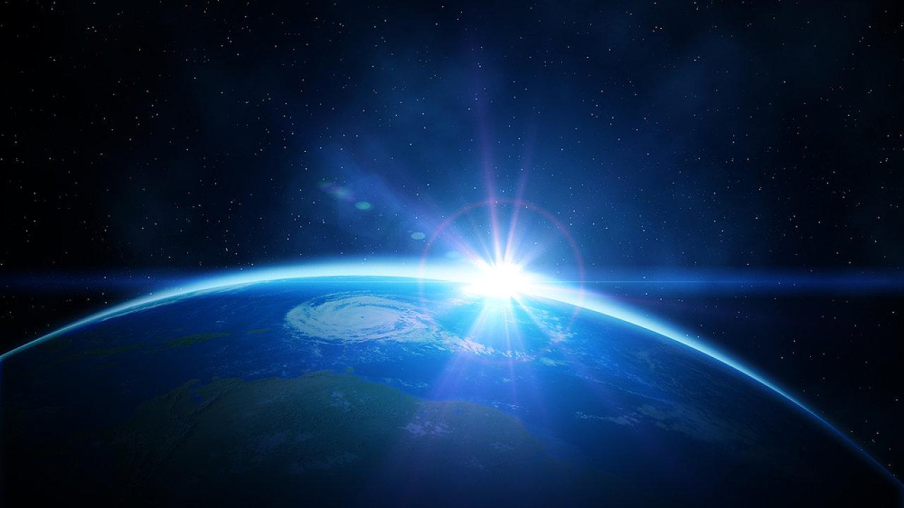 Movitější výletníci mohou už příští rok letět k vesmírným výšinám.