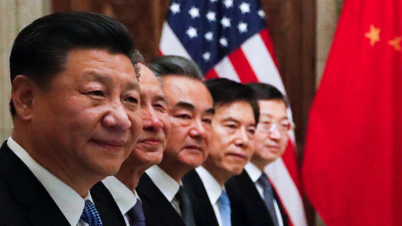 USA aČína se nasummitu skupiny 20 klíčových zemí světa (G20) dohodly, že jejich obchodní válka, která drží vnapětí celý svět, na90 dnů ustane. Nestalo se tak.