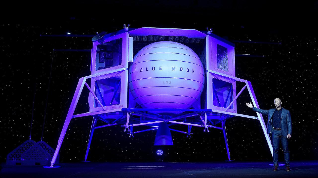 Šéf internetového prodejce Amazon.com Jeff Bezos prodal akcie své firmy za 2,8 miliardy USD, potřebuje finance pro svou vesmírnou společnost Blue Origin.