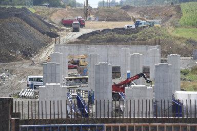 Mezi stavby, které budou pokračovat i v příštím roce, je obchvat města Frýdek-Místek. Snímek je z letošního července.