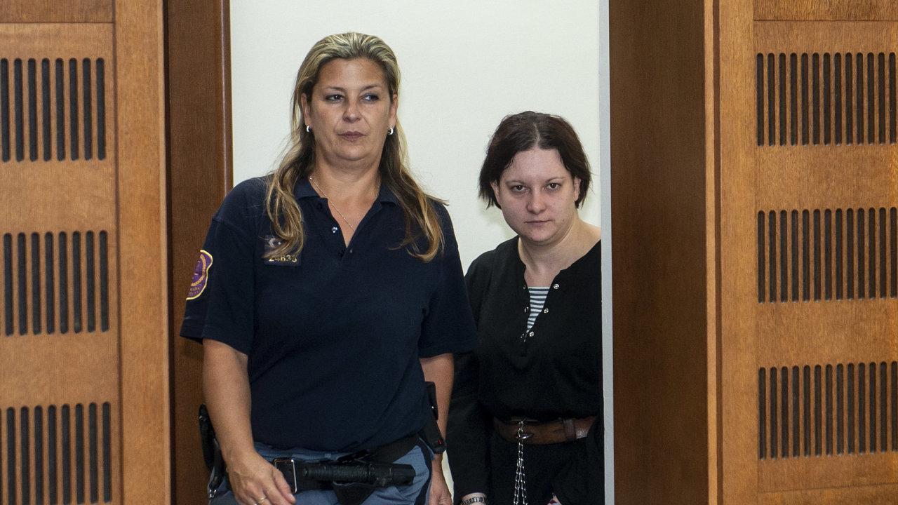 Kriminalisté podali k rukám dozorujícího státního zástupce v Opavě podnět na vzetí do vazby vražedkyně Petry Janákové.