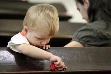 Výše přídavku na dítě se nadále bude odvíjet nejen od jeho věku, ale také od typu příjmů rodičů.