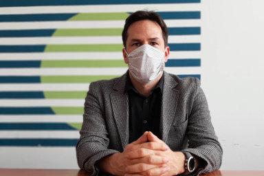 Historik Vladan Hanulík říká, že stát nebyl naboj spandemií koronaviru připraven. Znedostatku roušek adalších ochranných prostředků vpočátcích epidemie by se měl podle něj dobudoucna poučit.