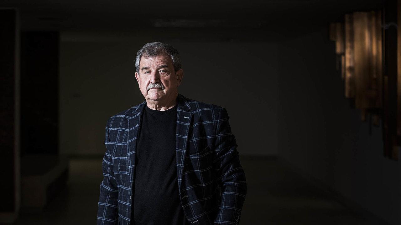 Vkanceláři děkana Hornicko-geologické fakulty Vysoké školy báňské vOstravě sedí Vladimír Slivka už třetí funkční období.