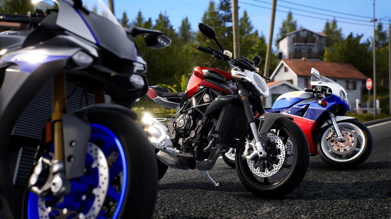 Stroje 17 značek adohromady téměř 180 variant rozličných silničních motocyklů mají hráči navýběr. Veverzi pro nové konzole se bude moci závodu zúčastnit až 20 motorek, ať už on-line, nebo off-line.