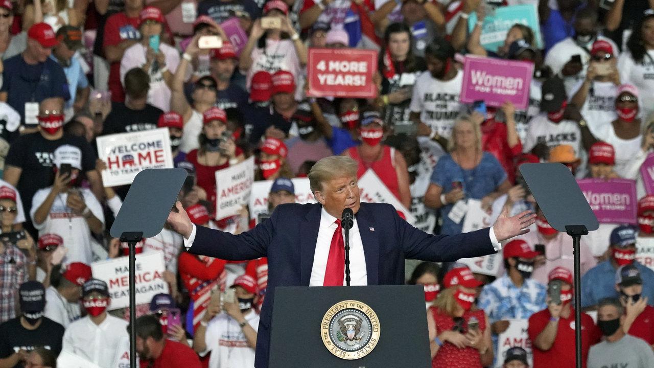 Předvolební mítink Donalda Trumpa na letišti Orlando ve floridském Sanfordu.