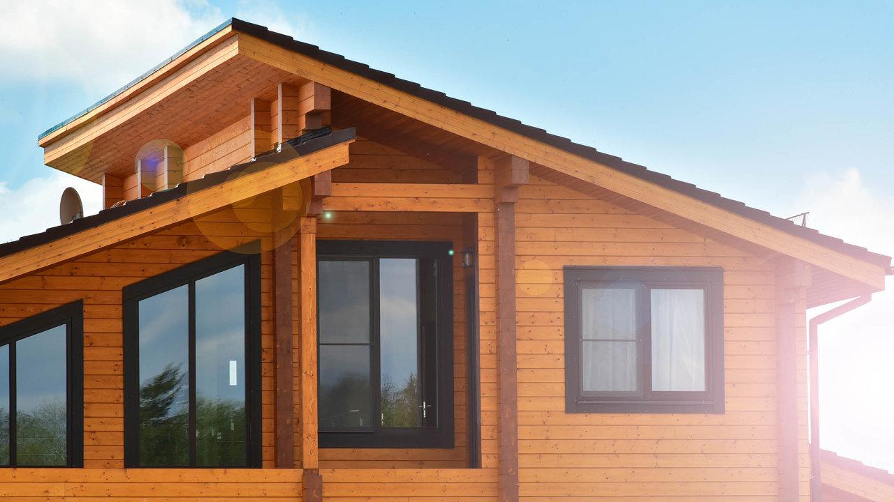 Počet nově postavených dřevěných rodinných domů vČesku loni meziročně klesl o6,7 procenta na2749.