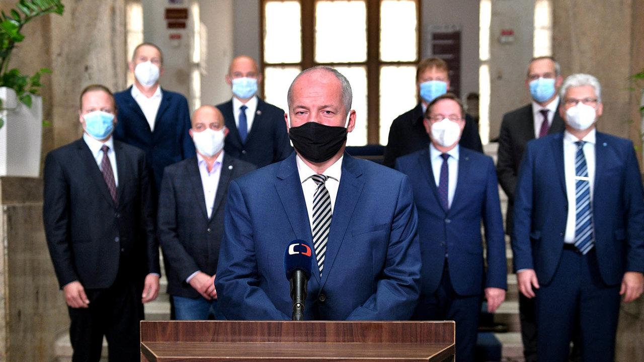 Ministr zdravotnictví Roman Prymula (zaANO) se vúterý večer vtelevizním projevu omluvil zato, že nebyl vlétě dost důrazný anaopatřeních proti druhé vlně koronaviru netrval.